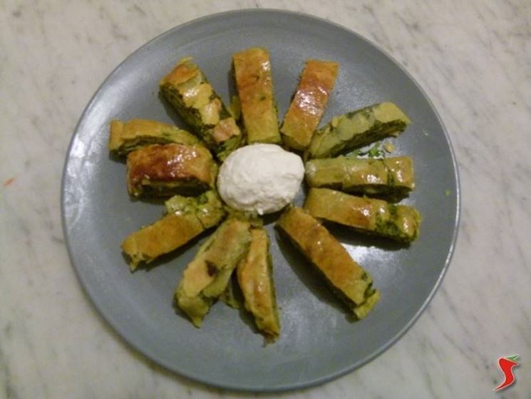 Rotolo di pasta brisè con crema di ricotta e spinaci
