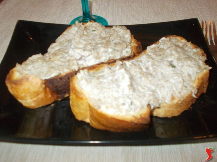 Crostini salsiccia stracchino