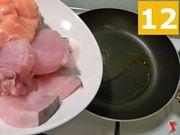 versare il pesce in padella