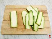 taglio verticale delle zucchine