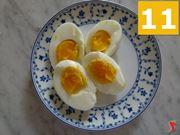 tagliare le uova