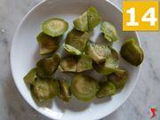 olive verdi snocciolate e tagliate in pezzi