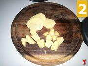 tagliare le patate a cubetti