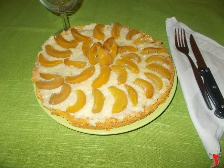 La torta di pesche sciroppate