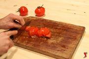 Tagliare pomodoro a dadini