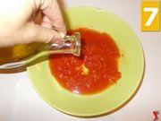 Condite la polpa di pomodoro