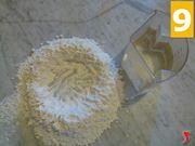 aggiungere lievito alla farina