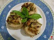 aggiungere altre zucchine e del basilico e servire