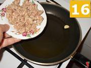 Cuocete la salsiccia