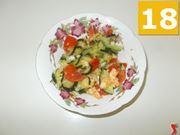 Terminare la cottura delle zucchine e dei gamberetti