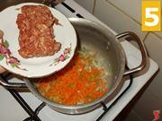 Soffriggere la carne