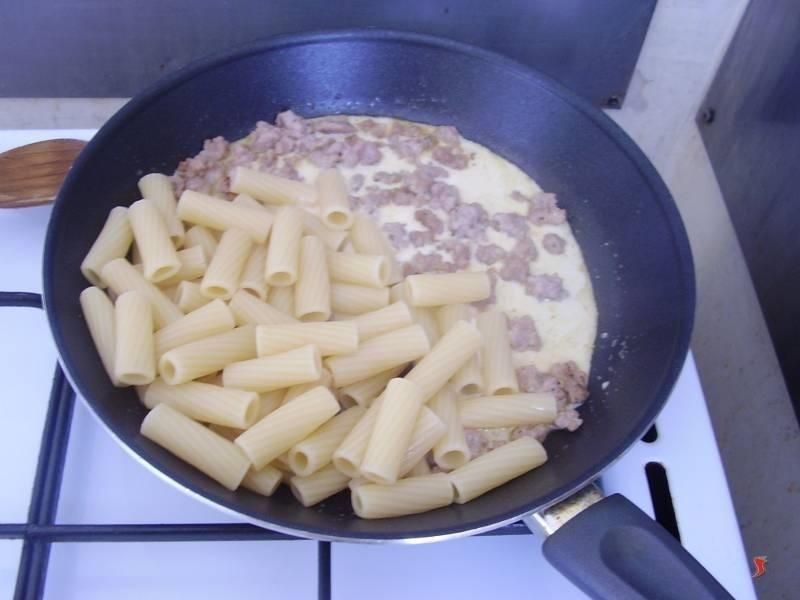 pasta con la salsiccia e panna - pasta - ricetta pasta con salsiccia - Come Cucinare Pasta