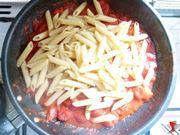 versare la pasta nel condimento