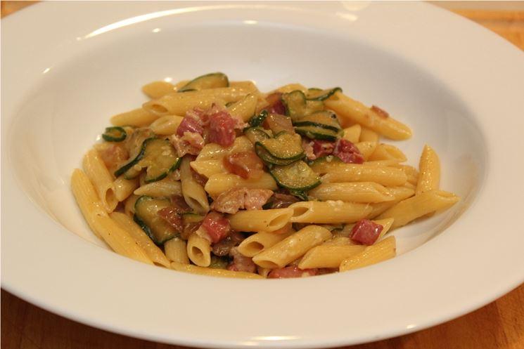 penne zucchine e pancetta