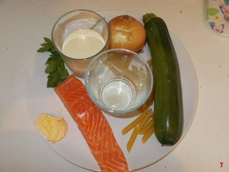 Le penne zucchine e salmone
