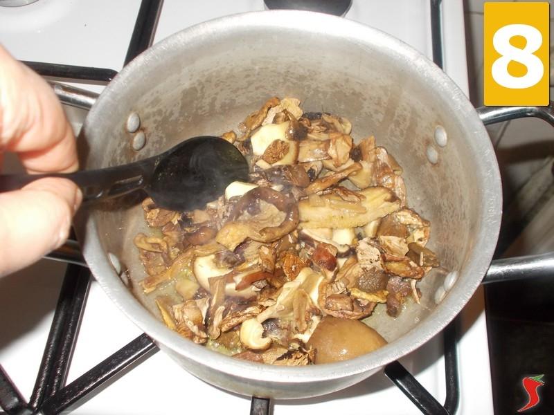Risotto funghi porcini secchi risotto risotto funghi porcini secchi ricetta - Funghi secchi a bagno ...