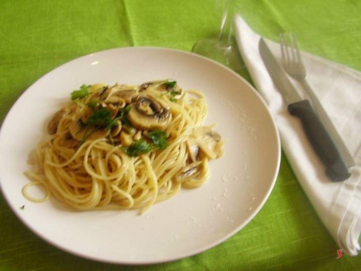spaghetti con i funghi
