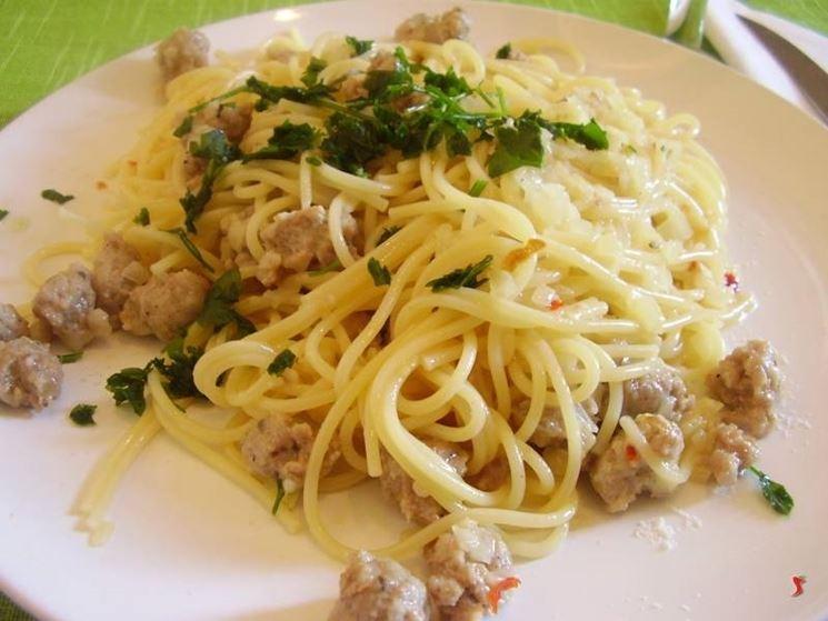 spaghetti con la salsiccia