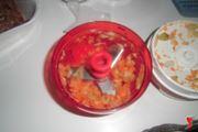 tritare le verdure per il soffritto