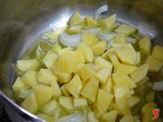aggiungo le patate a tocchetti