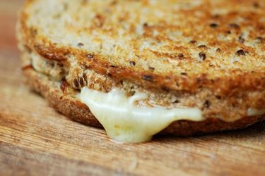 http://www.pinkbasil.com/wp-content/uploads/2011/07/Gruyere-Grilled-Cheese-2.jpg