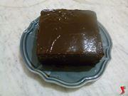 pan di spagna al cioccolato con glassa di cioccolato fondente