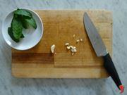 sminuzzare aglio