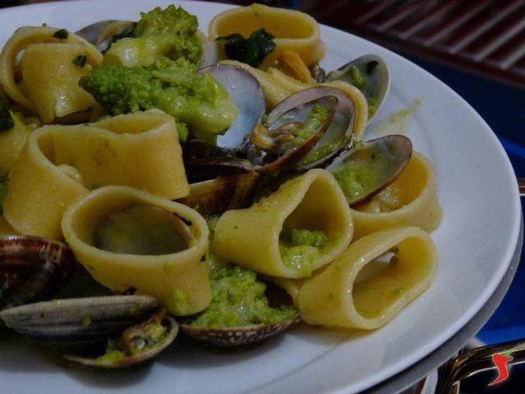 calamarata con broccolo e vongole