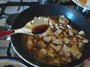 aggiungo la salsa di soia