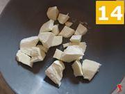 tagliare mozzarella in pezzi