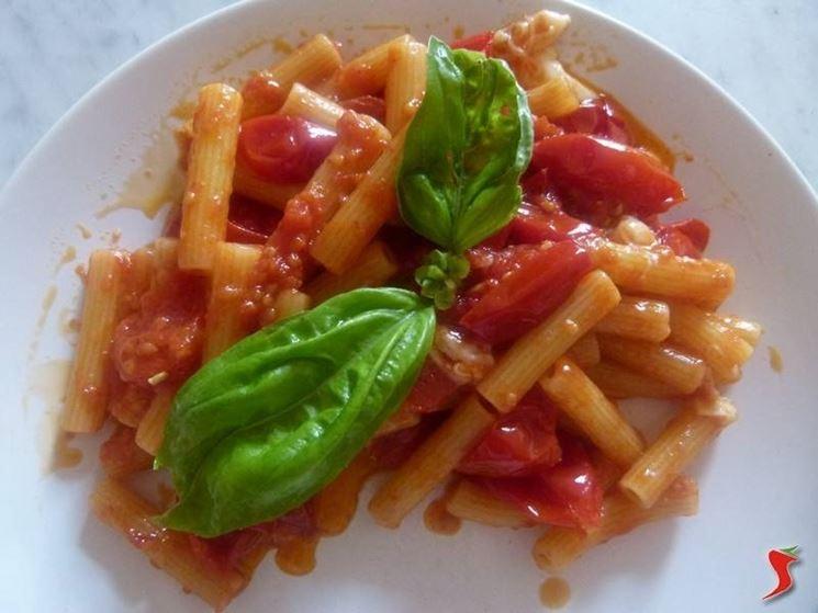 pasta con pomodoro e mozzarella