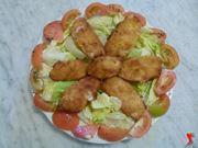 aggiungere pomodori come contorno e servire in tavola