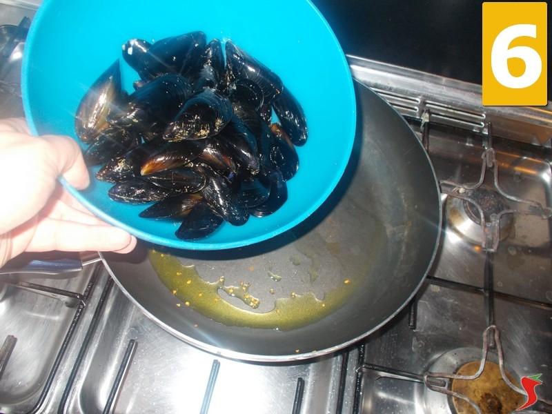 Cozze e pecorino molluschi ricetta cozze e pecorino for Cucinare le cozze