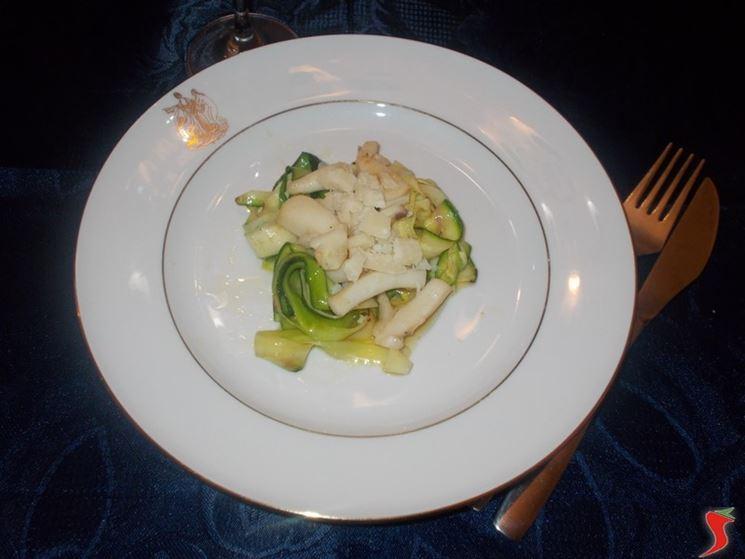 Calamari con finte tagliatelle di zucchine