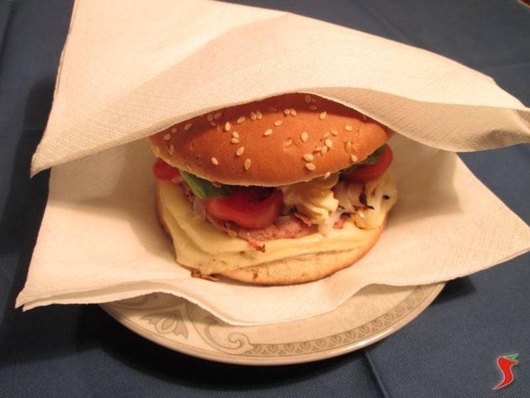 il vostro <em>hamburger americano</em> è servito