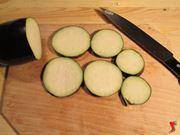 tagliare le melanzane