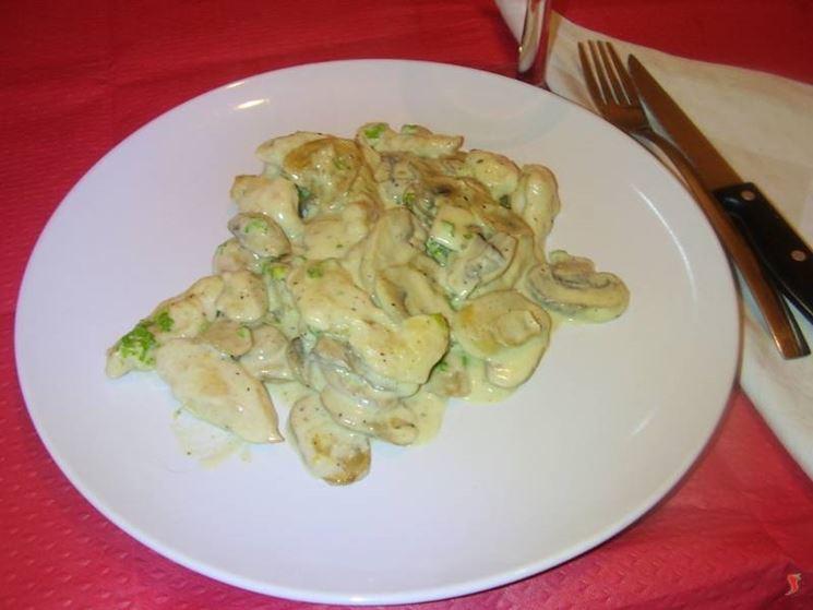 I petti di pollo panna e funghi