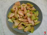 tagliare e condire i pomodorini