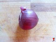 tagliare le estremità delle cipolle