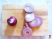 tagliare le cipolle a rondelle