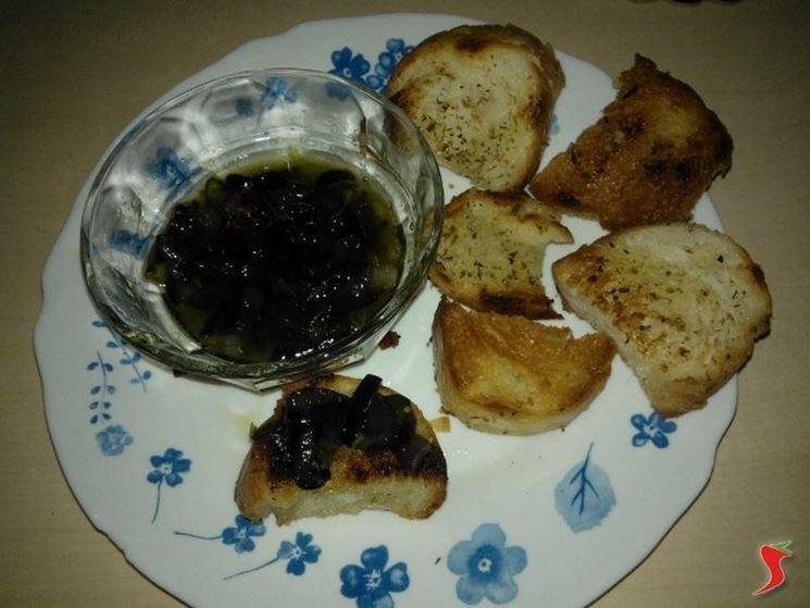 cipolle di tropea in agrodolce con crostini