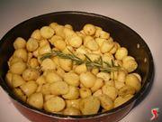 patate novelle pronte per essere infornate