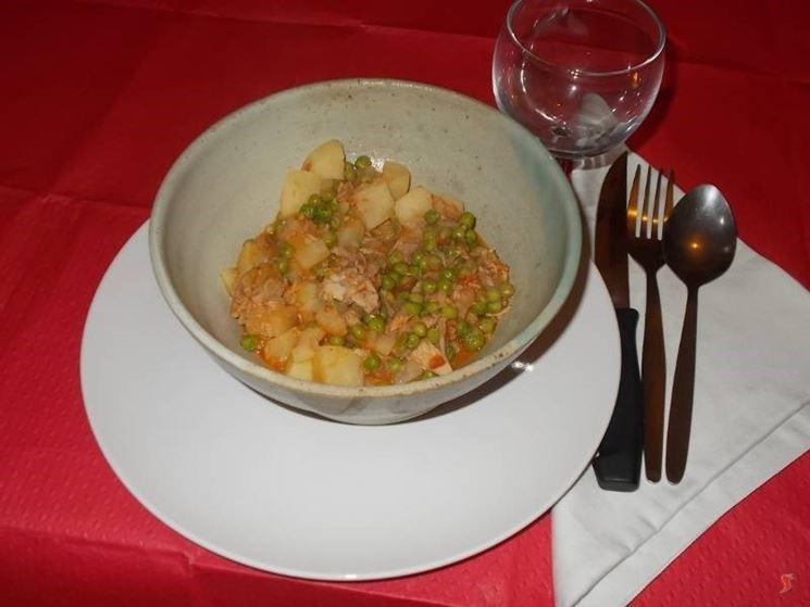 Le patate in umido con i piselli