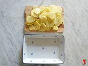 mettere le patate in una pirofila