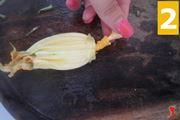 Pulire i fiori di zucca